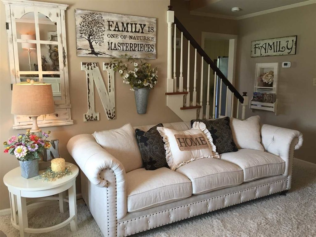 Farmhouse gallery wall ideas 19 decoratoo - Family pictures on living room wall ...